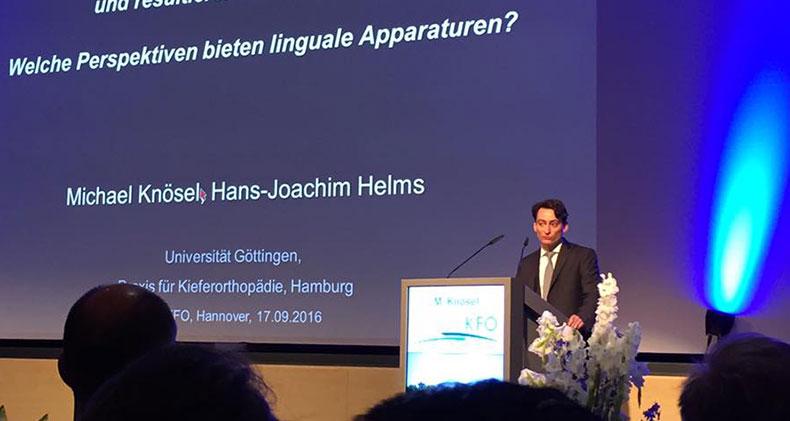 Prof. Dr. Michael Knösel beim Vortrag
